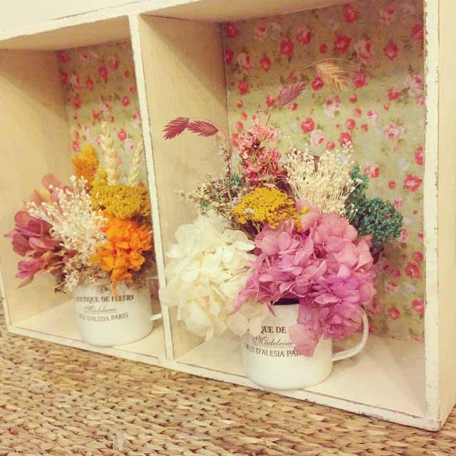 TAZAS FLORALES-- Bonitas tazas de metal decoradas con flor seca y preservada. No necesita cuiados, únicamente no mojar la flor y mantenerlas alejadas de la luz solar.