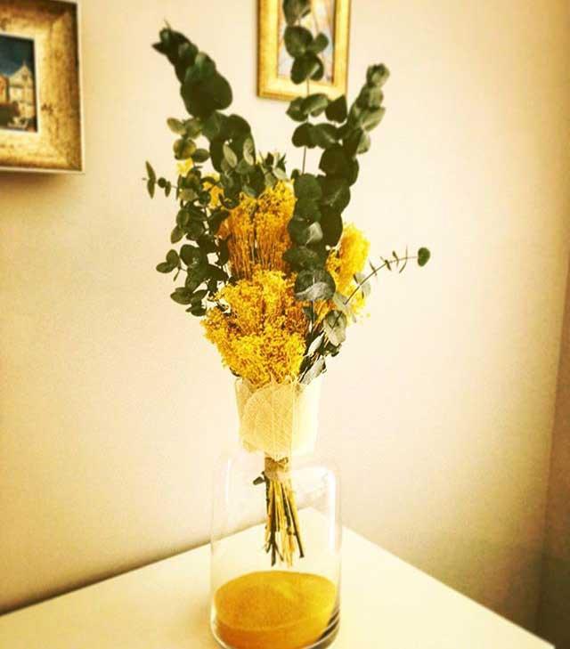 Tacitas con hortensia preservada y flor seca en tonos muy alegres y divertidos. Se pueden realizar en diferentes tonalidades. Es ideal para regalar o bien para detalles de boda. Precio: 18€