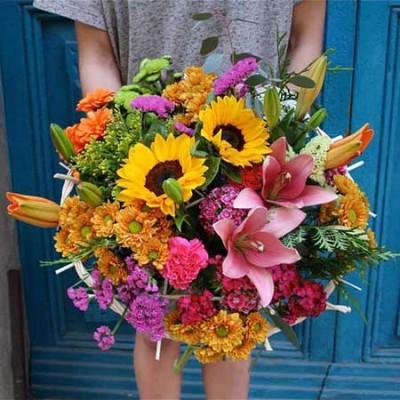 Bouquet con girasoles, lilium rosa, cristantemo, claveles y statice - Trencadissa Art floral