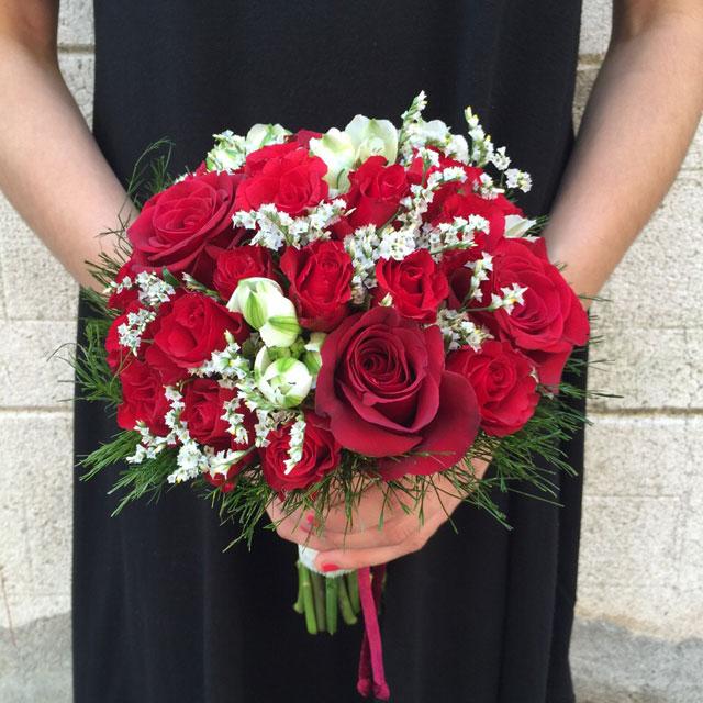 Ramo de novia compuesto con rosas, freesia y limonium confetti
