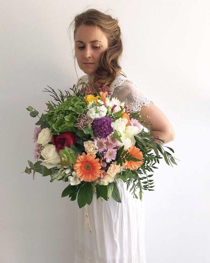 Bouquet, ramo para novias con peonias, achillea, dhalias, orquidea, verdes