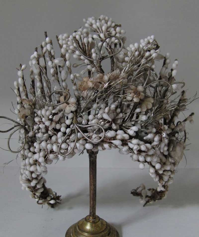 Tiara vintage, nuestra fuente de inspiración para las diademas y coronas florales, en Trencadissa, Badalona