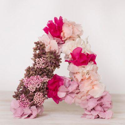 Decora tu casa con nuestra letras con flores secas