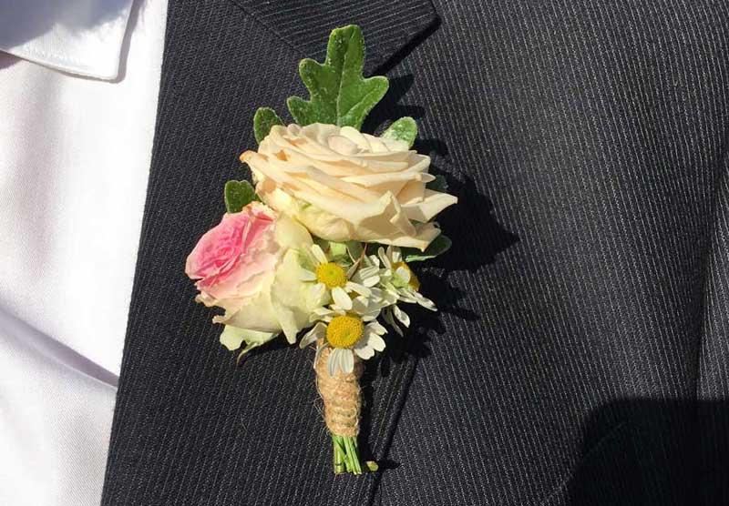 Prendidos, botonería para bodas