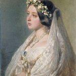 Coronas, diademas, peinetas con flor seca y preservada inspiradas en piezas antiguas y vintage