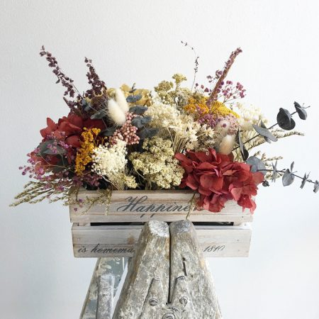 Caja vintage con flor seca y preservada, en Trencadissa Art floral, Badalona-Barcelona, venta online