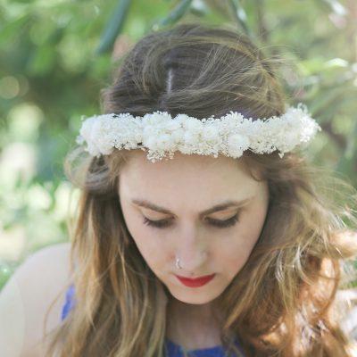 Corona con flor preservada realizada con paniculata, flor seca en Barcelona, venta online para toda España