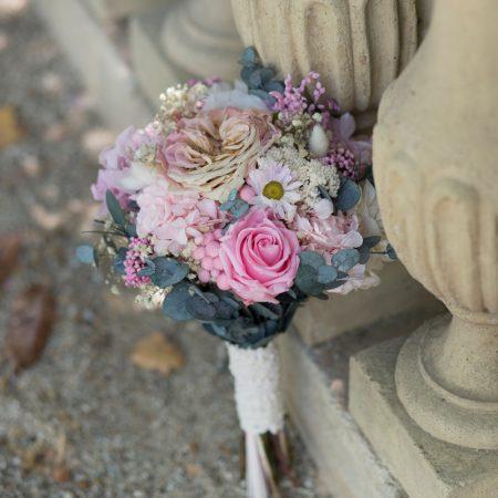 Ramo de novia con hojas de eucalipto preservadas