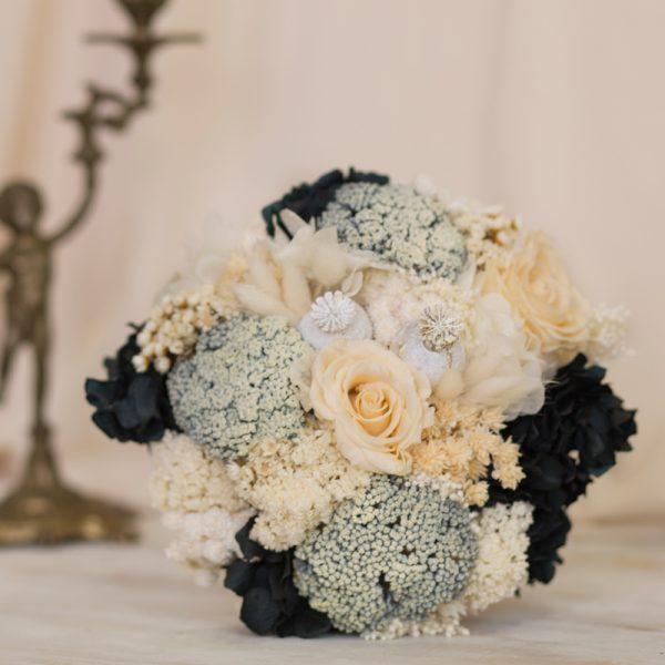 Ramo de novia sofisticado en negro, grises y blancos