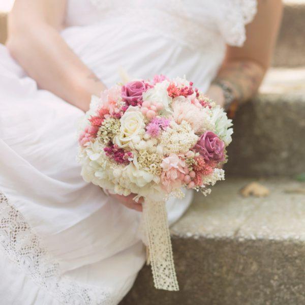 Ramo de novia preservado en tonos rosas y beige