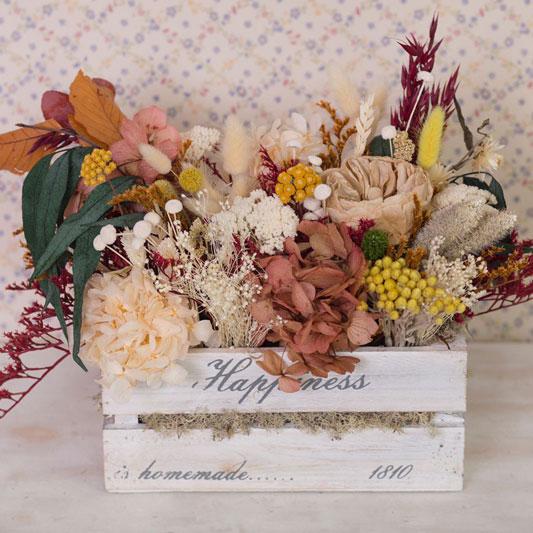Cajas de madera decorada con flor seca y preservada en tonos otoñales, ocres, marrón, anaranjados, amarillos