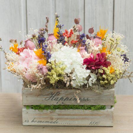 Caja de madera con flor seca en tonos alegres y variados
