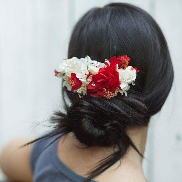 tocados para el pelo con flor seca y preservada, en colores rojos y blancos
