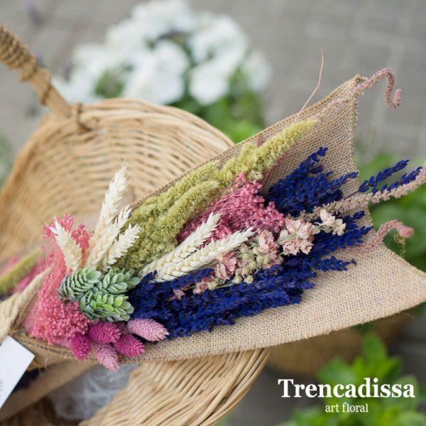 Garba con flor seca y preservada