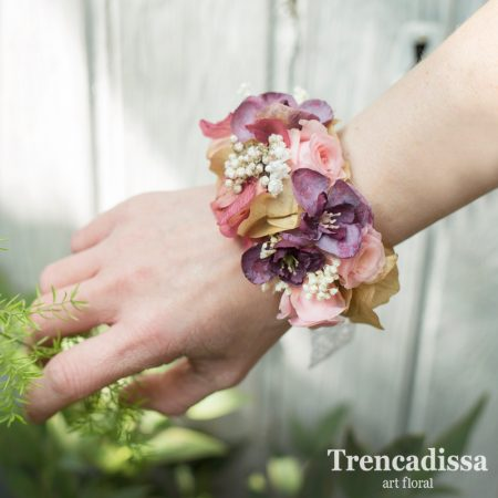 Brazalete, pulsera o corsage con hortensias, rosas de pitiminí