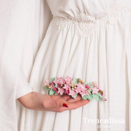 Semi corona con flores de porcelana fría