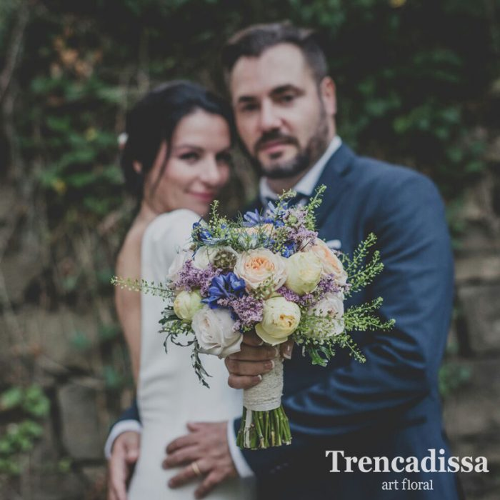 Ramos de novia con flores naturales en floristeria de badalona Trencadissa art floral