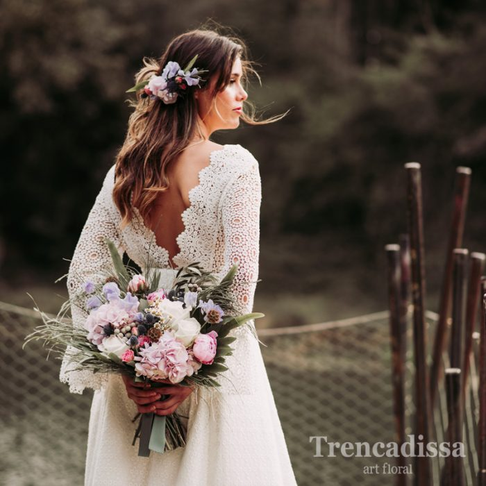 Tocados y bouquets a juego para boda con flor seca y preservada