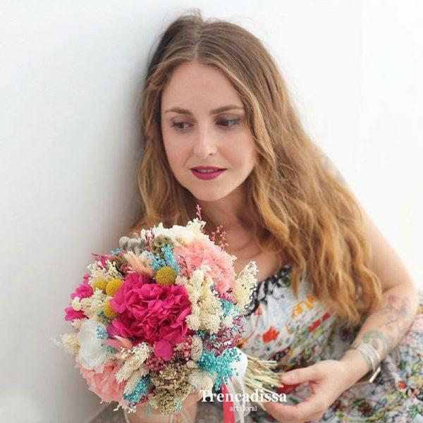 colorido ramo de novia en flor seca y preservada