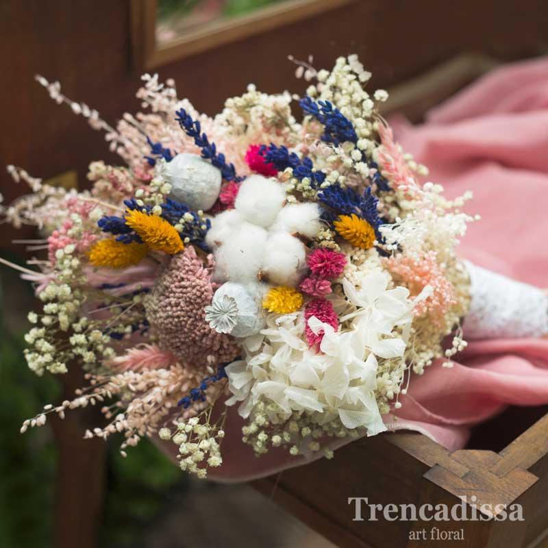 Ramo de novia preservado en tonos rosas, blancos y toques de colores vivos, venta online para toda España