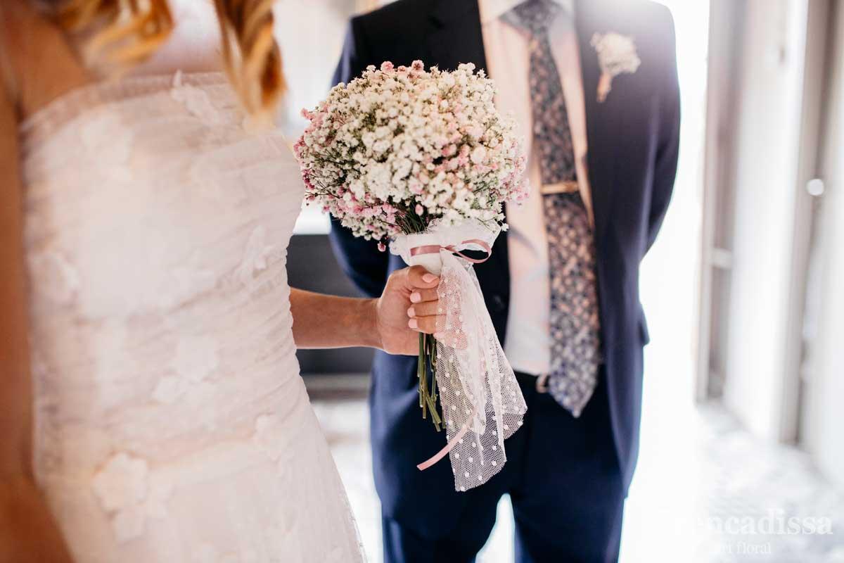 Decoración floral de bodas, ramos de novia y prendidos con flores naturales