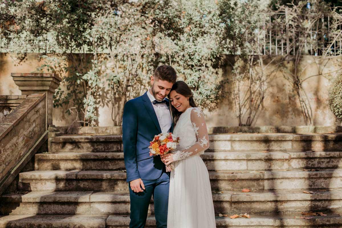 Ramo de novia con flor seca y preservada con rosas y flor de algodón