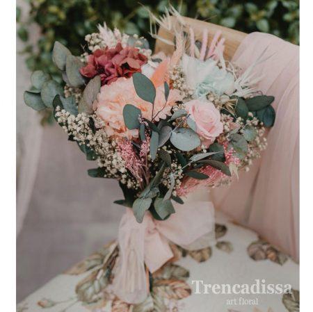 Ramo de novia silvestre, con eucaliptus, en tonos rosados