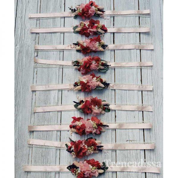 Brazaletes con flor preservada para boda