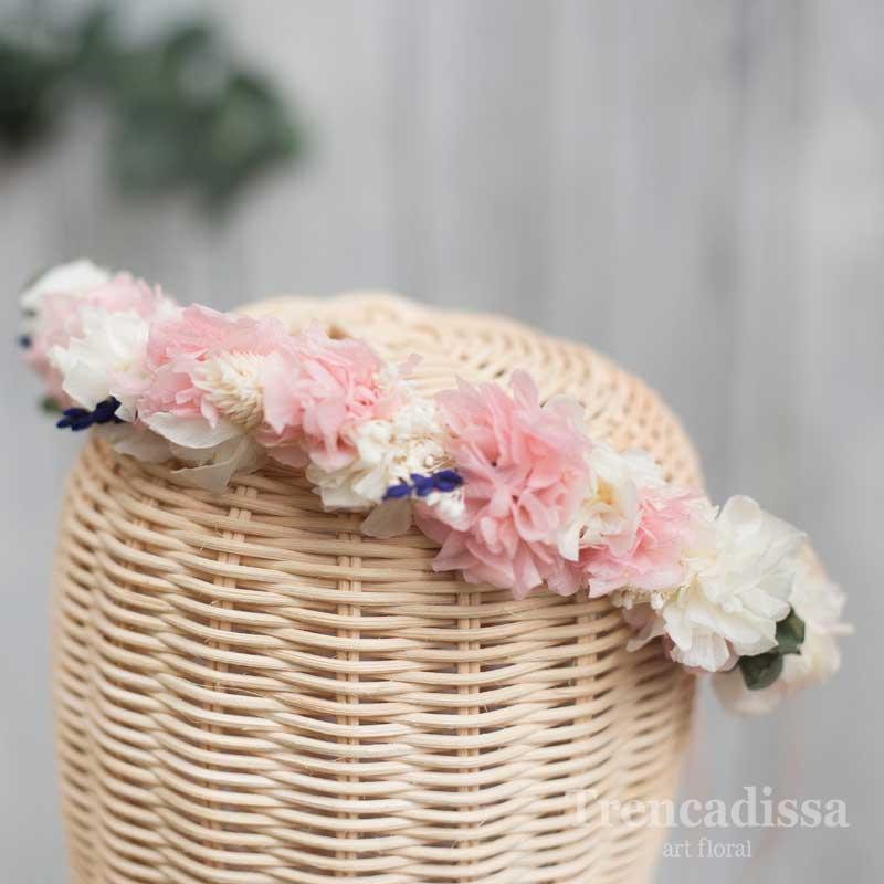 Corona preservada en tonos rosas y blanco, floristería en Badalona