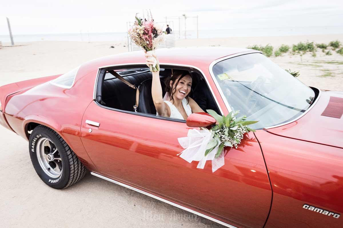 Decoración floral del coche de tu boda