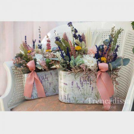 Jardinera decorativa con flor seca y preservada. Venta online para toda España.