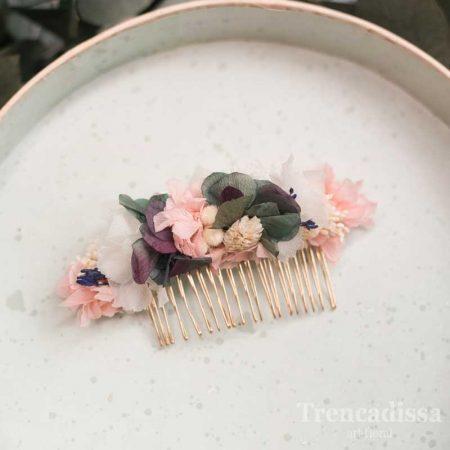 Peineta de flor preservada en tonos rosa y verdes, con un toque de violeta, con hortensia y flor seca y preservada.