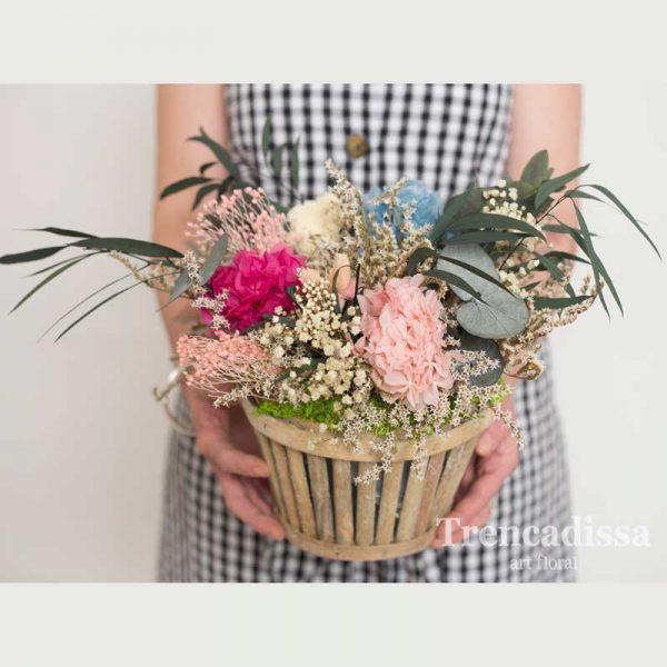 Centro de madera con flor preservada, en floristería Badalona-Barcelona, venta online para toda España