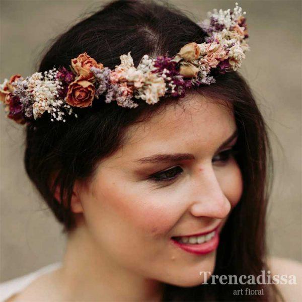 Corona con flor seca para novias, estilo vintage, en floristería Trencadissa, Badalona, venta online
