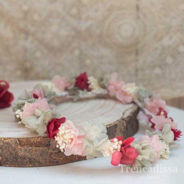 Corona floral para bodas y eventos en rojo, rosa y blanco