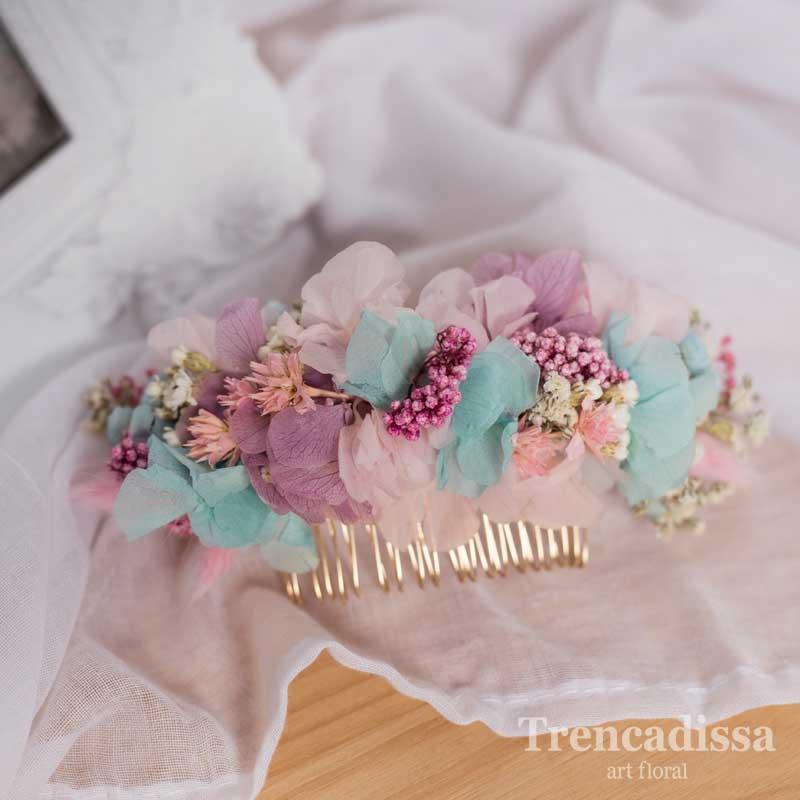 Peineta con flor preservada en tonos pastel para novia