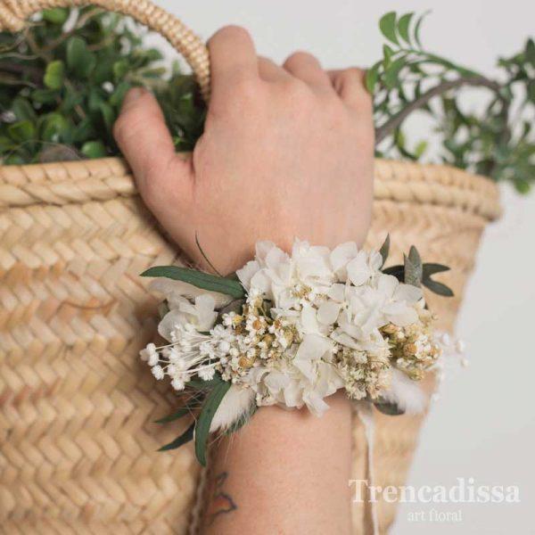 Pulsera floral preservada en tonos blancos