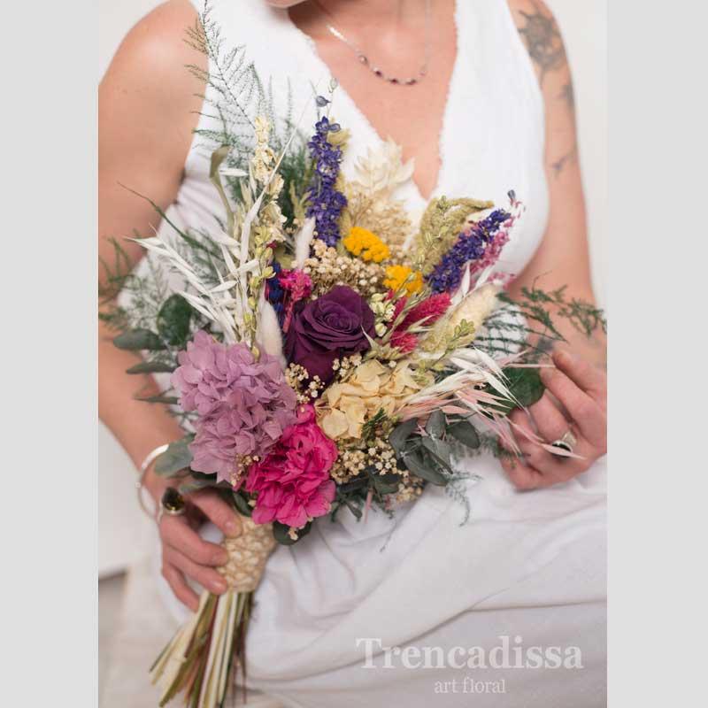 Ramo de novia con rosa morada, hortensia y flores variadas, en floristería Badalona, venta online