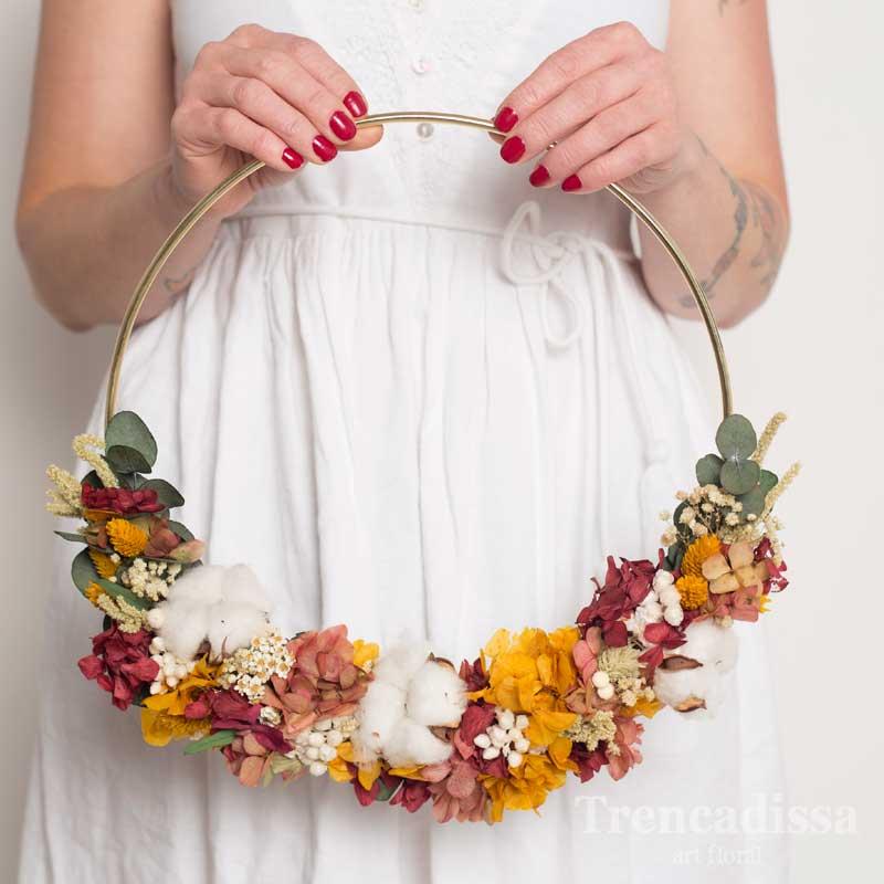 Ramo de novia original en estructura circular. Floristería en Barcelona, venta online