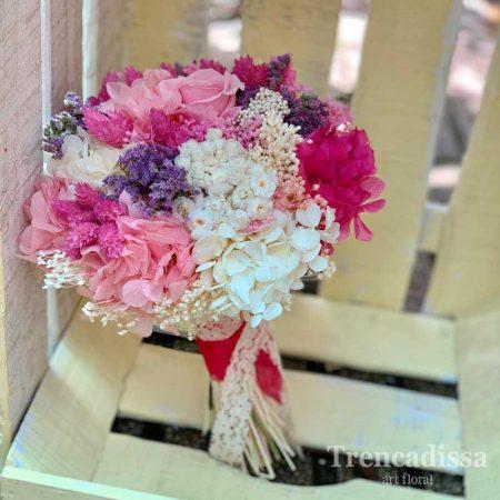 Ramo de novia preservado en tonos fucsia, rosa, blanco y lila