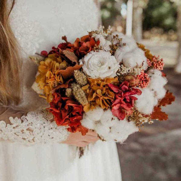 Ramo de novia en tonos ocres, rojos y blancos