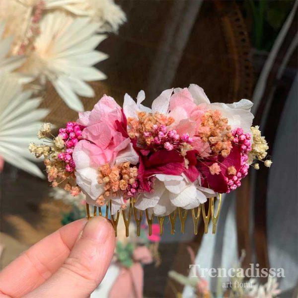 Peineta con flor preservada en tonos rosa