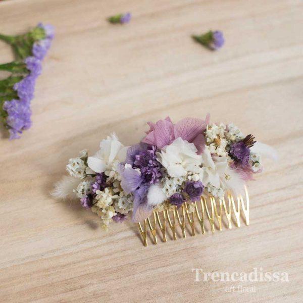 Peineta floral preservada en tonos lilas y blancos