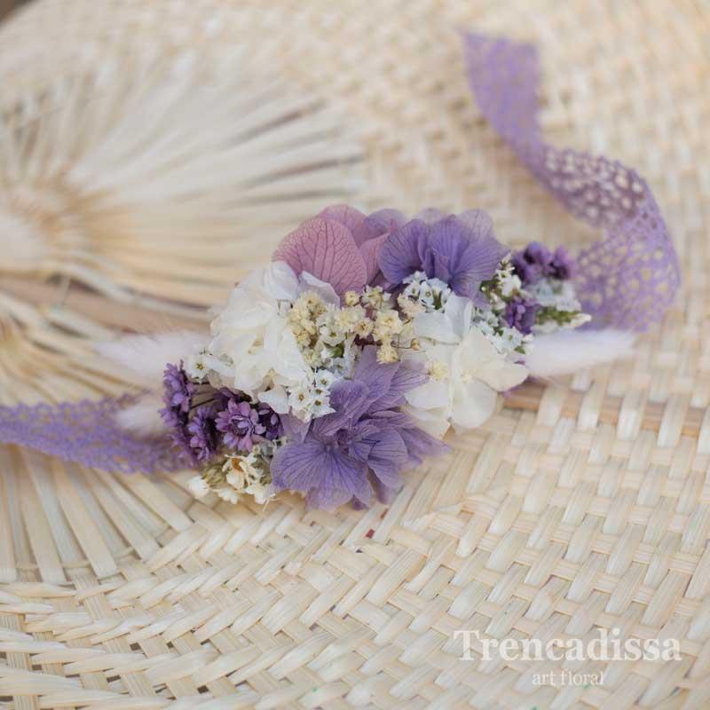 Pulsera floral preservada en tonos lila