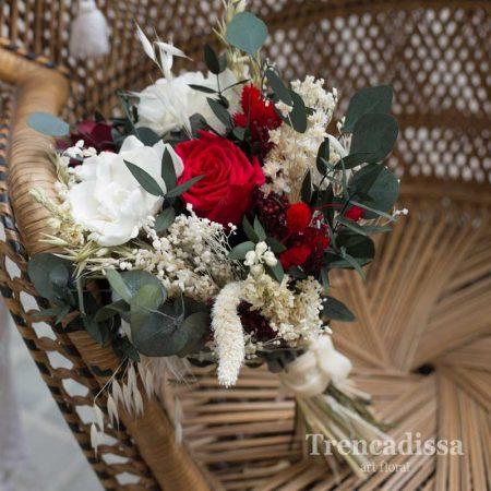 Ramo de novia preservado en rojos y blancos