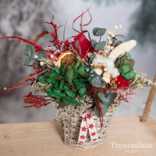 Maceta de mimbre con flor seca y preservada Navidad