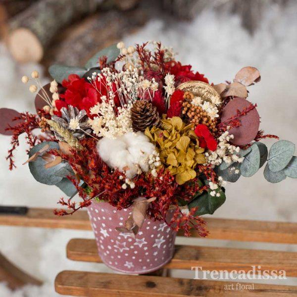 Maceta metálica con flores secas y preservadas con motivos de Navidad