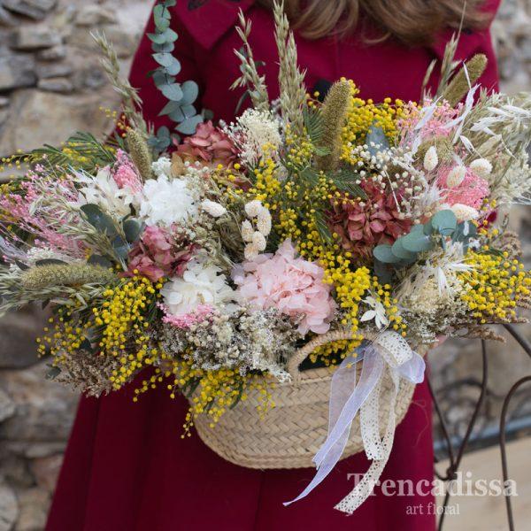 Capazo grande con flor seca y preservada