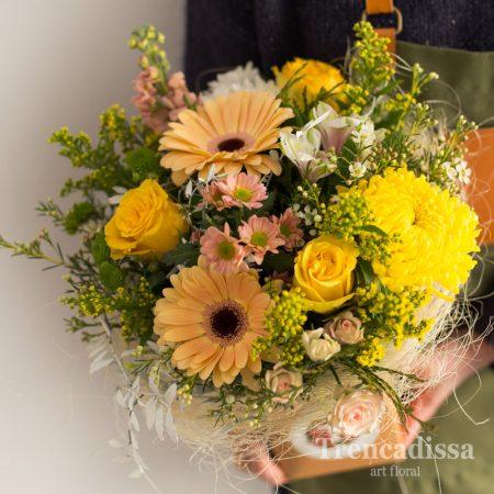 Ramo de flores naturales en tonos amarillos