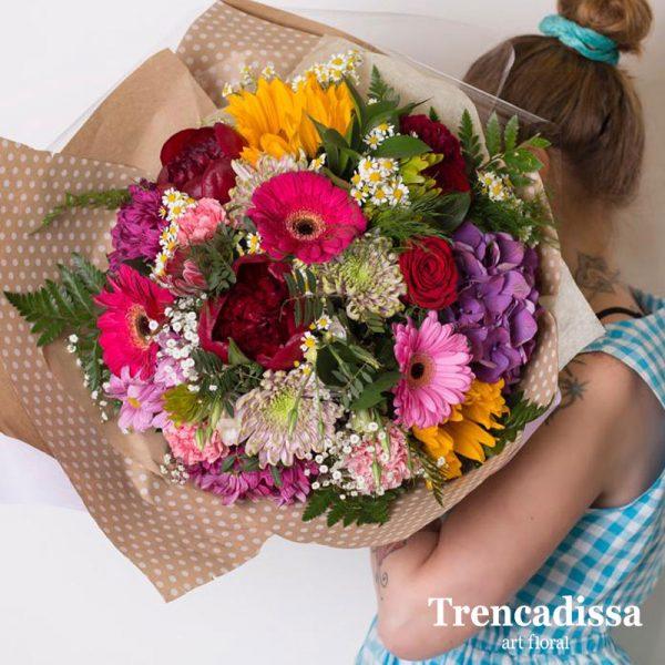 Ramo de flores naturales en tonos variados, envíos Badalona, Barcelona